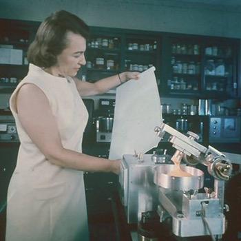 Dr. Alina Szczezniak